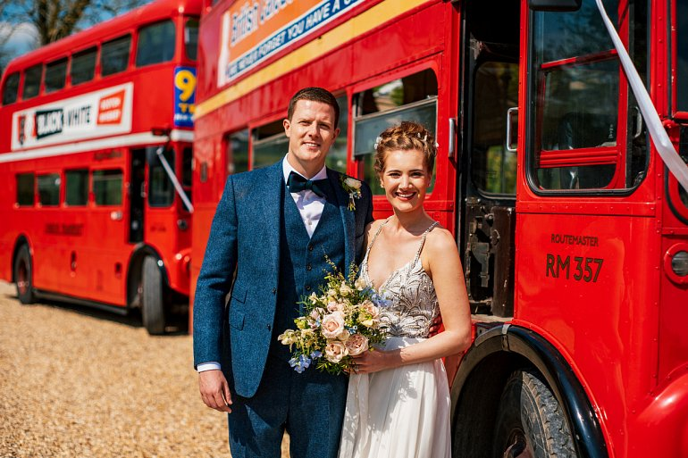 Cotswold wedding vintage buses w770